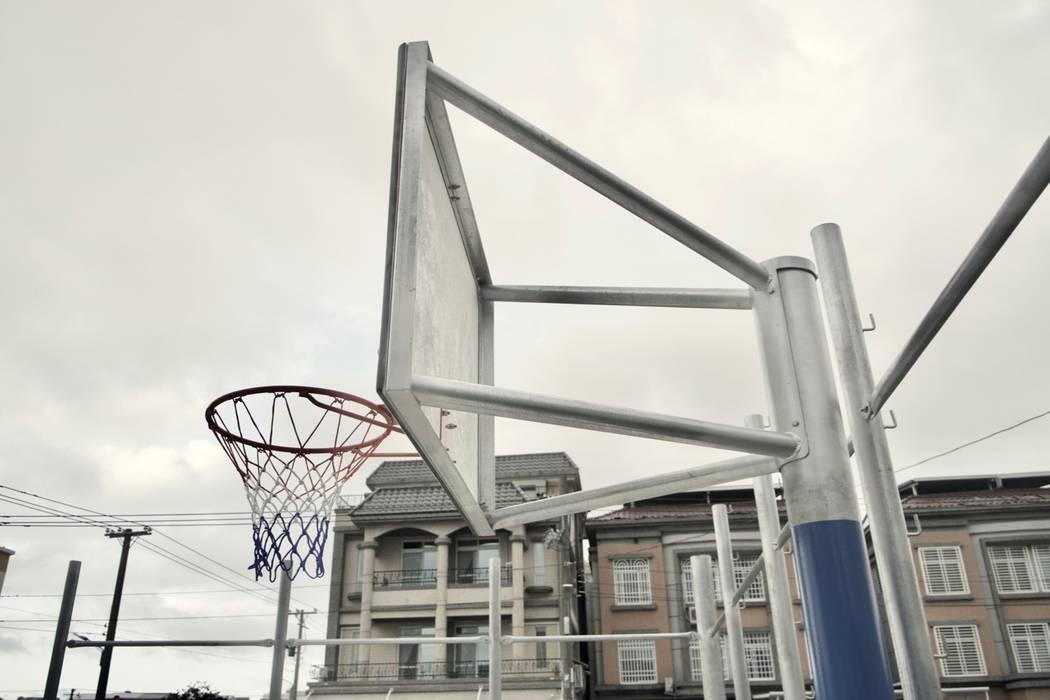 私家籃球場 根據 日常鉄件製作所 隨意取材風 金屬