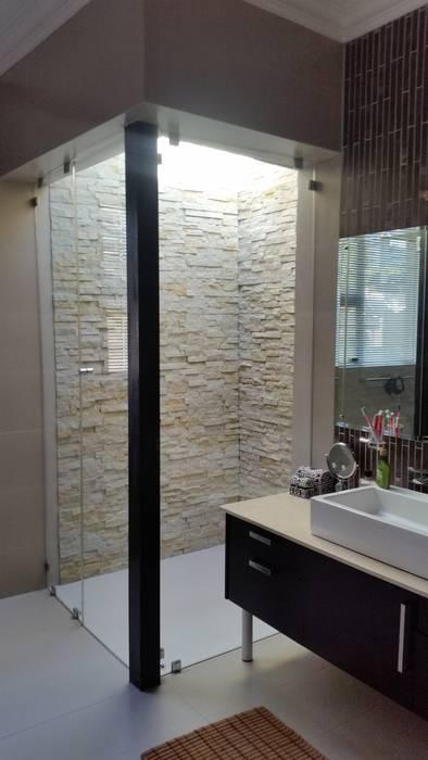 Walk in rain shower Modern bathroom by homify Modern