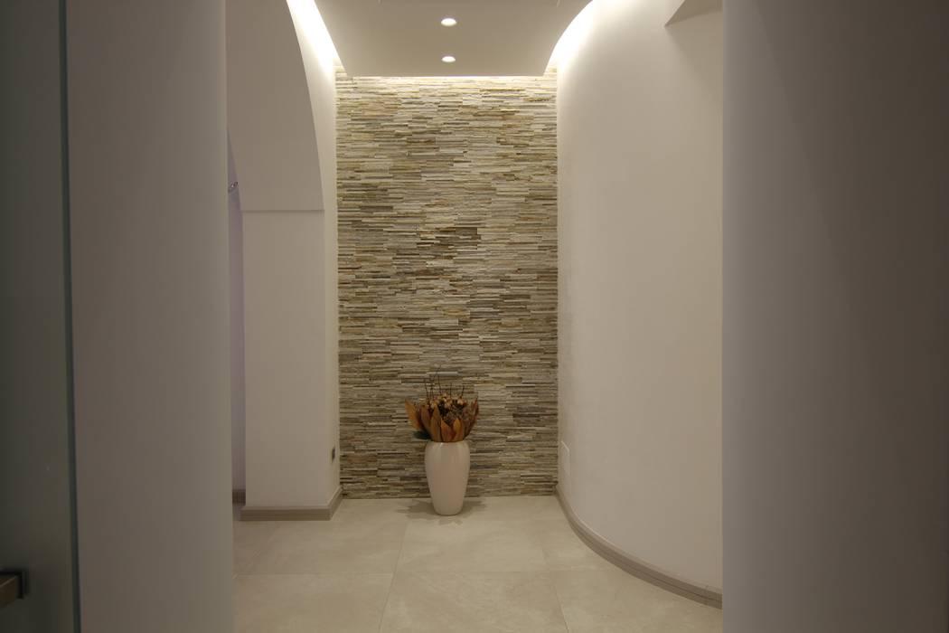 Casa ALFONSO: Pareti in stile  di Studio di Progettazione e Design 'ARCHITÈ',