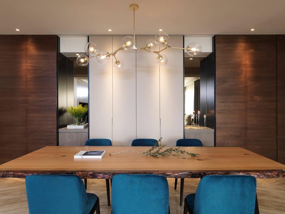 Under L 现代客厅設計點子、靈感 & 圖片 根據 夏沐森山設計整合 現代風