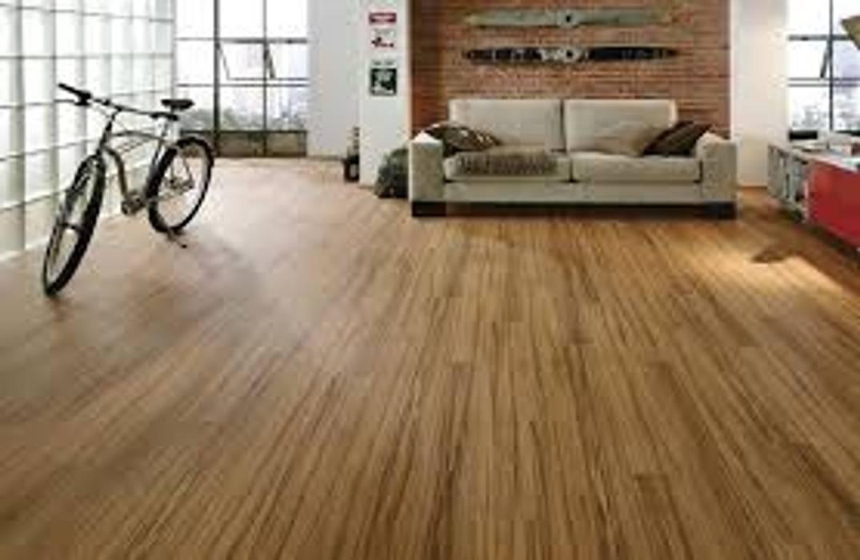 esempio di gres effetto legno senza fuga di ebaypavimenti: Pavimento in stile  di gres effetto legno senza fuga