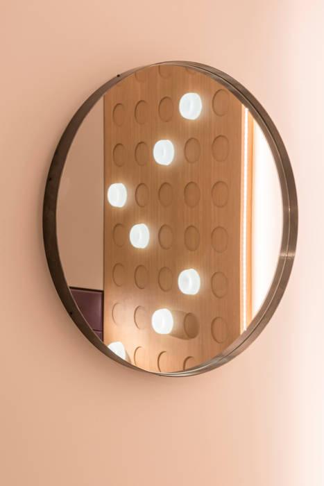 Specchio : camera da letto in stile di fab arredamenti su misura ...