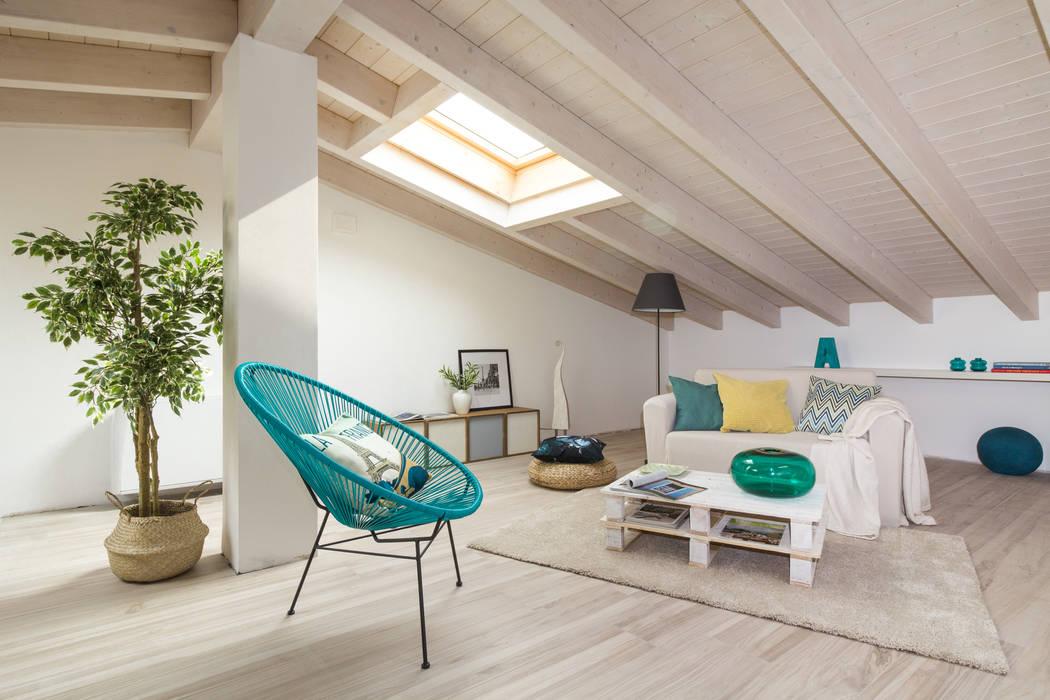 """Home staging di trilocale in vendita - """"I Giardini di Casbeno""""-Varese: Soggiorno in stile in stile Moderno di Boite Maison"""
