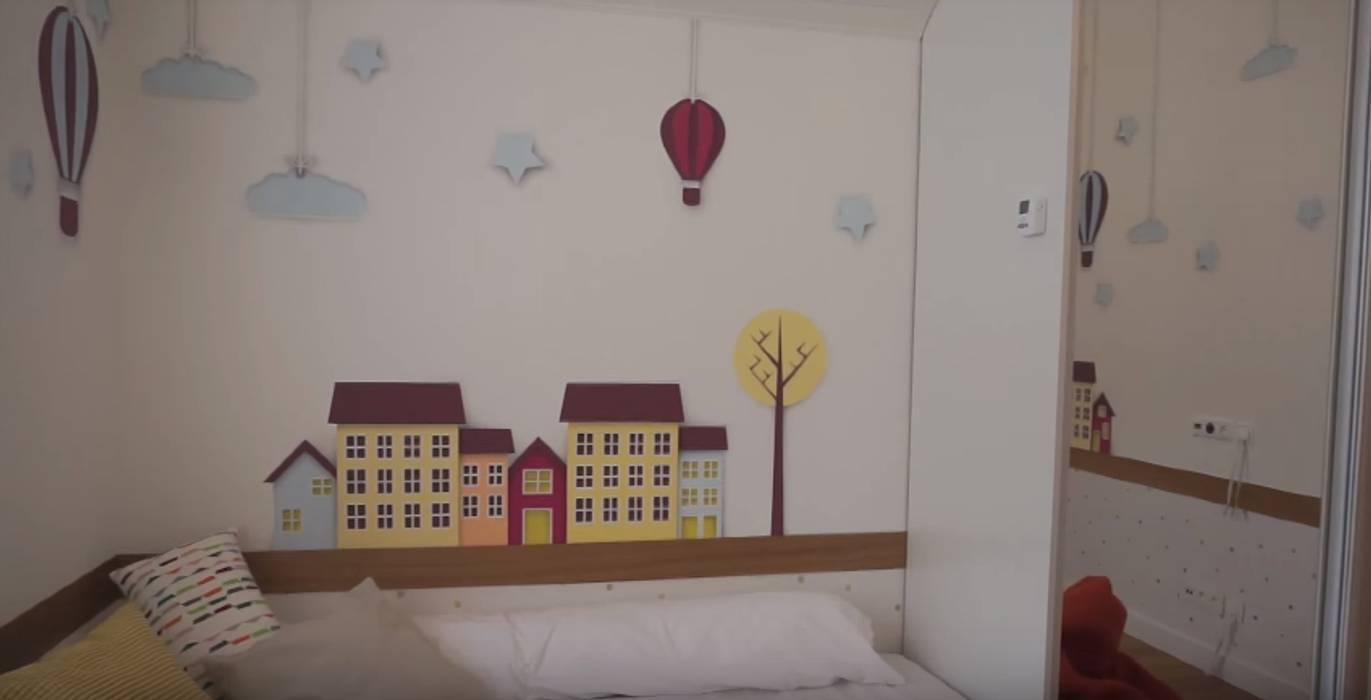 غرفة نوم مراهقين  تنفيذ 'Комфорт Дизайн', بلدي خشب Wood effect