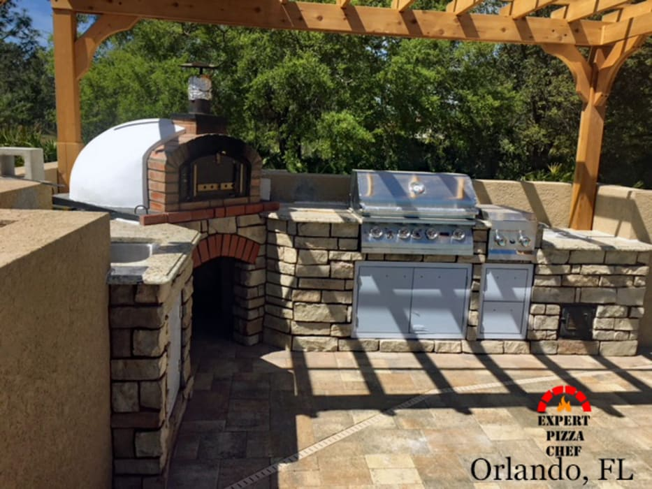 Amazing authentic pizza oven! :  Patios & Decks by Dome Ovens®, Mediterranean