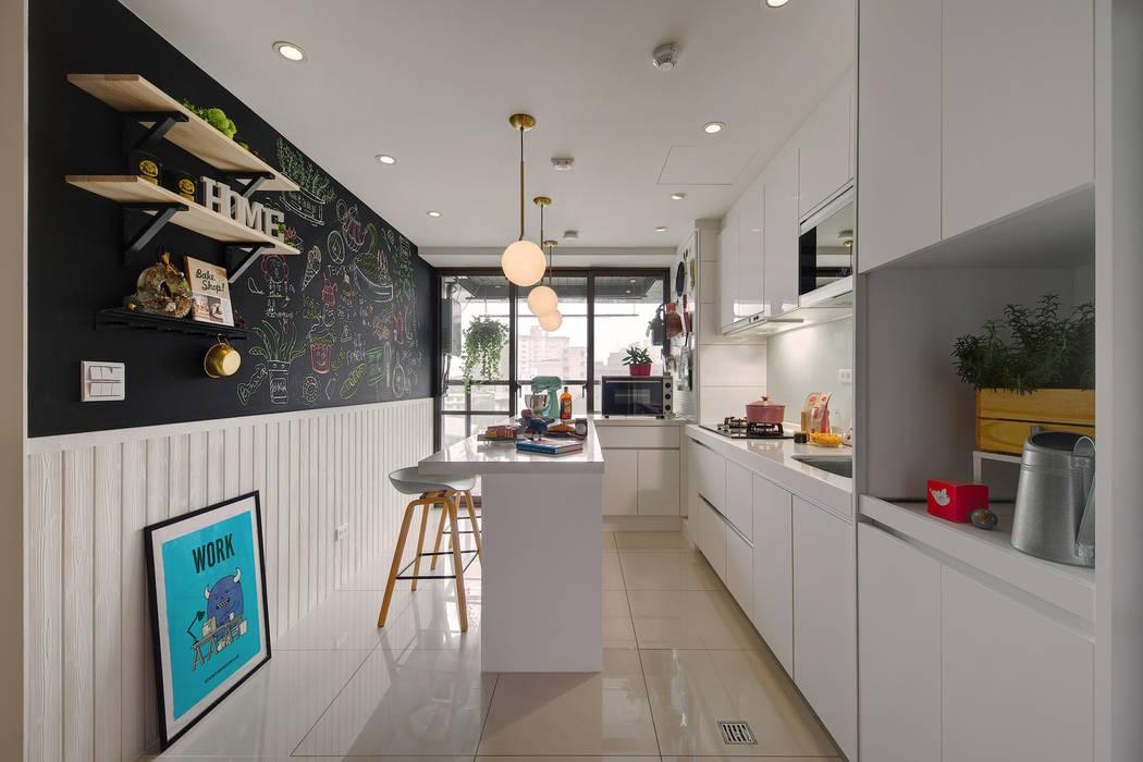 開放而明亮的廚房是每個女主人的夢想:  餐廳 by 一葉藍朵設計家飾所 A Lentil Design