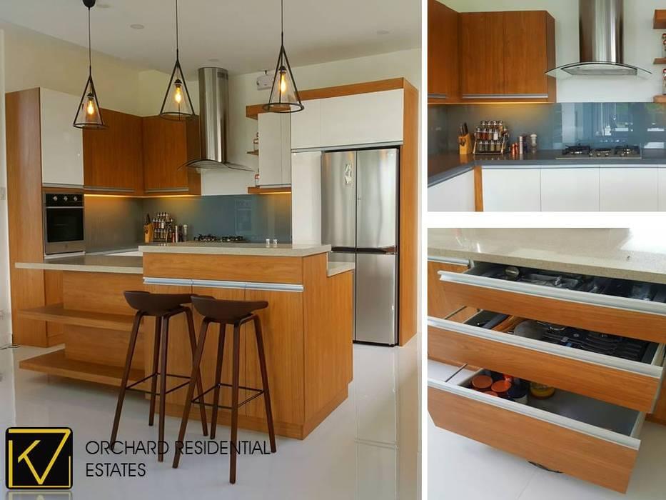Modern Modular Kitchen:  Kitchen by Kat Interior and Design,