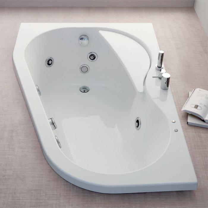Vasca da bagno ad incasso con idromassaggio: Bagno in stile  di Jo-Bagno.it