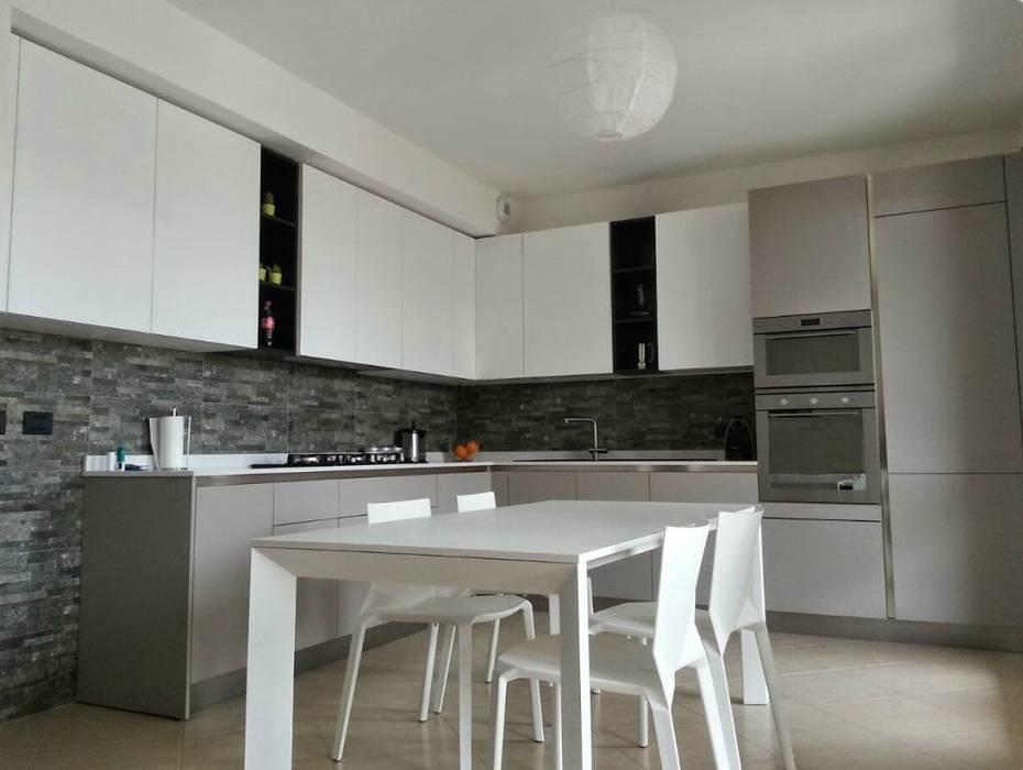 Cucine Bianco Grigio : Cucine in materico bianco e materico grigio cucina in stile di