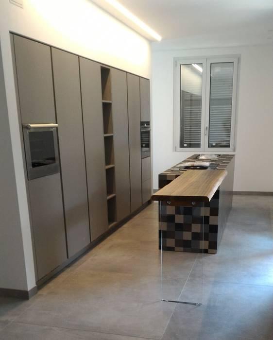 Cucina in Paperstone: Cucina in stile  di Formarredo Due design 1967