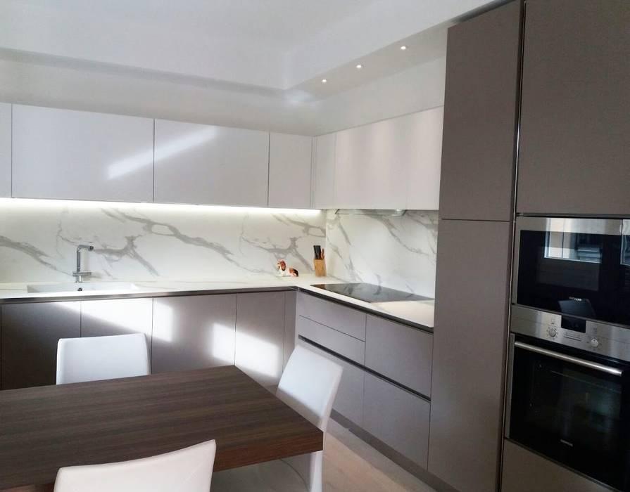 Cucine Bianco Grigio : Cucina in materico effetto seta grigio scuro e bianco cucina