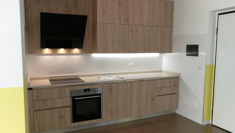 Cucine veneta cucine in materico effetto rovere chiaro: cucina ...