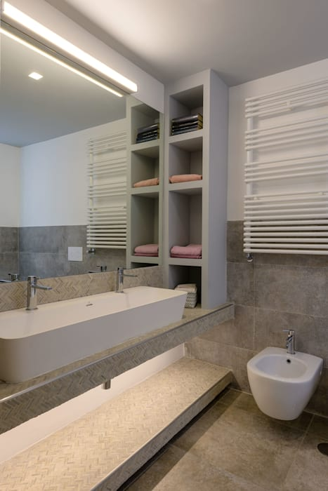 Modern bathroom by Patrizia Burato Architetto Modern