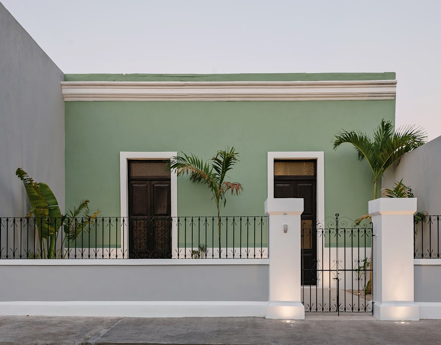 Fachada de Workshop, diseño y construcción Colonial