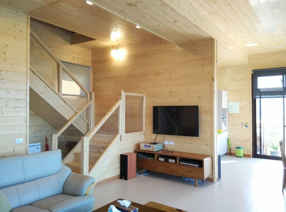 樓梯:  樓梯 by 地興木屋有限公司
