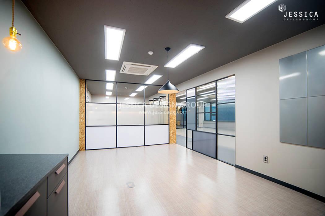 Edificios de oficinas de estilo moderno de 제시카디자인그룹 Moderno