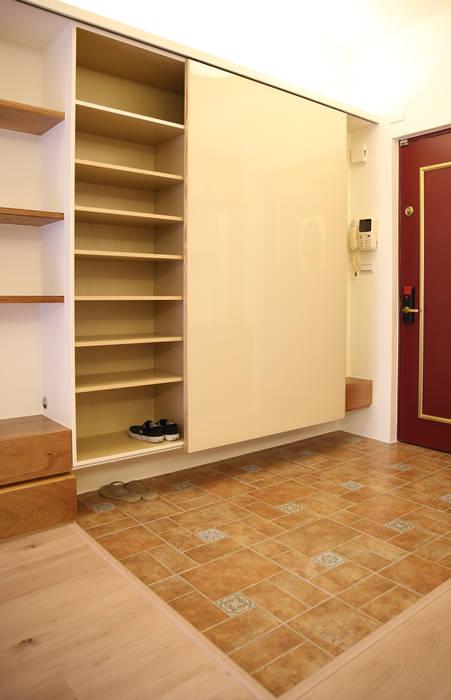 充足的收納 王采元工作室 隨意取材風玄關、階梯與走廊