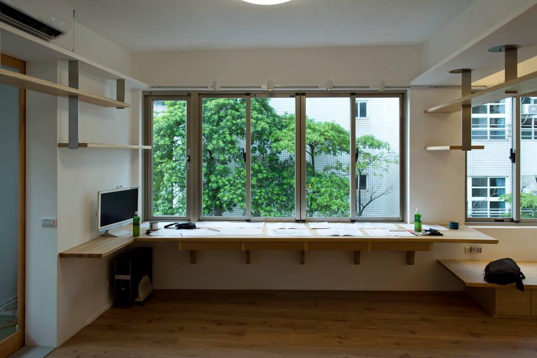 綠意閱讀區:  書房/辦公室 by 王采元工作室