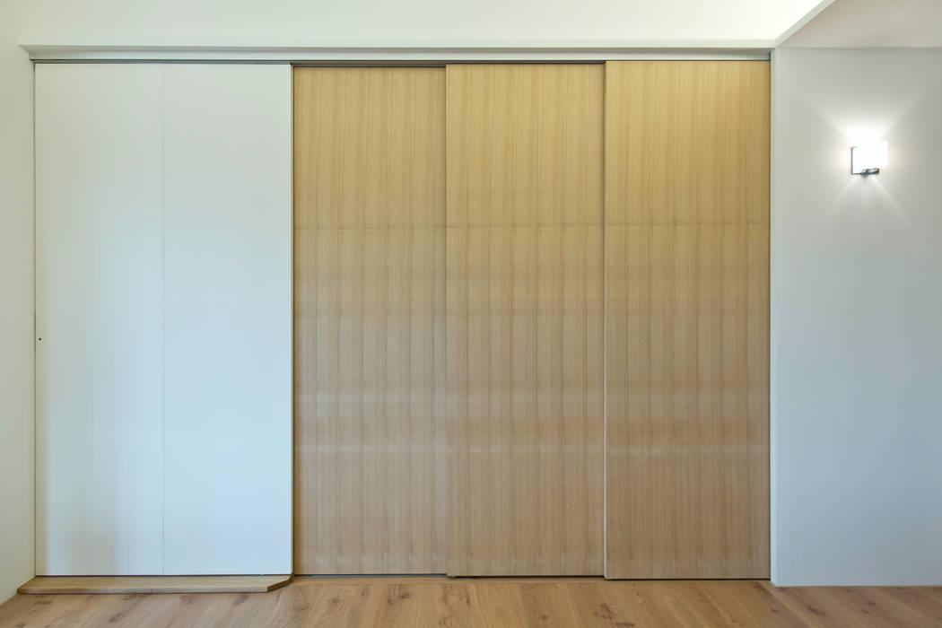 主臥與和室:  臥室 by 王采元工作室