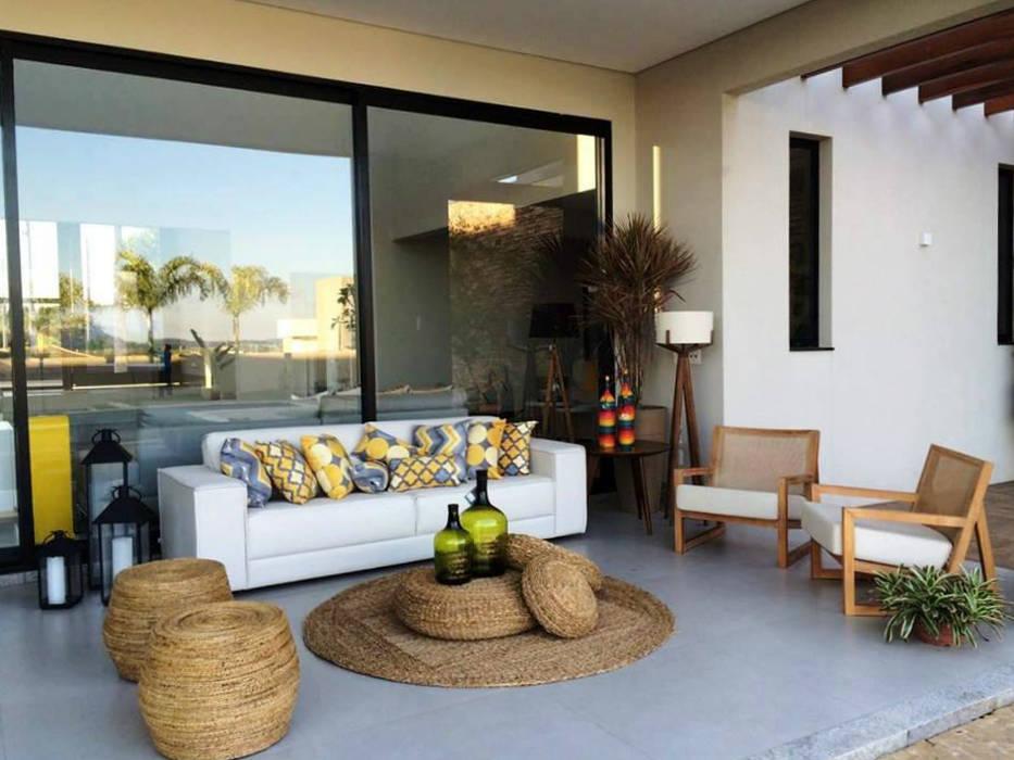 Área de lazer por Arquitetura Claudine Gottardo Moderno de madeira e plástico