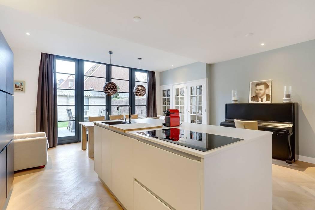 現代廚房設計點子、靈感&圖片 根據 Puurbouwen 現代風