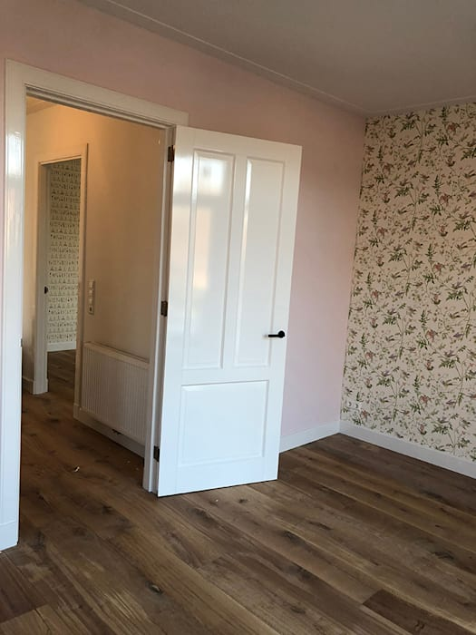 Modern style bedroom by Puurbouwen Modern