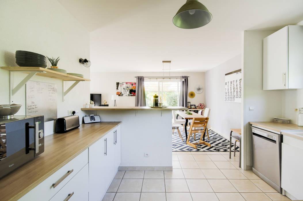 Aménagement d'une cuisine dans une maison en location par Dame Cafoutch Scandinave Contreplaqué