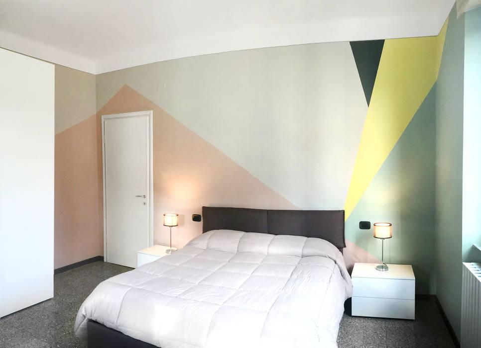 Una palette colore tenue ma dal carattere deciso: Camera da letto in stile in stile Moderno di Rifò