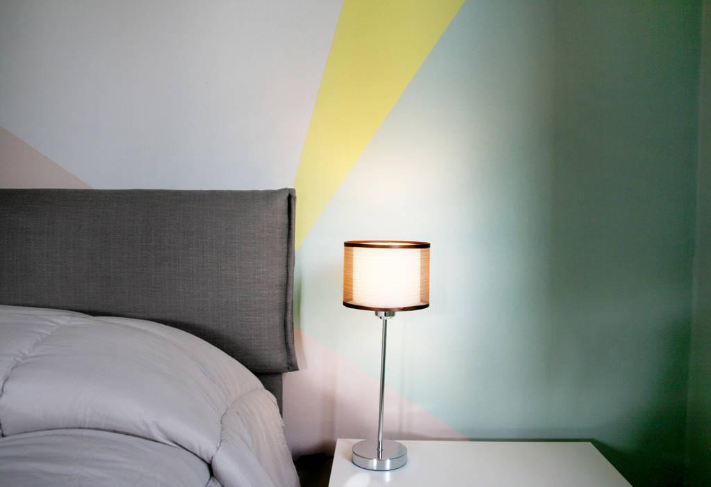 Particolare: arredi e pittura: Camera da letto in stile  di Rifò