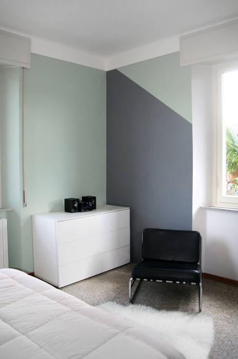 L'angolo opposto, più neutro: Camera da letto in stile in stile Moderno di Rifò