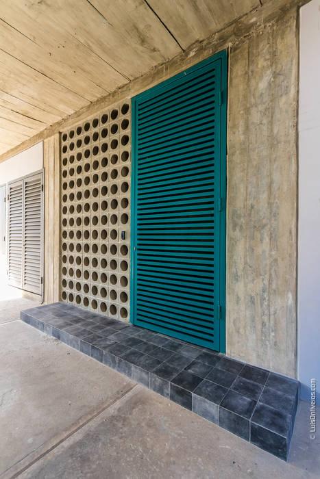 Paredes y pisos de estilo moderno de Design Group Latinamerica Moderno