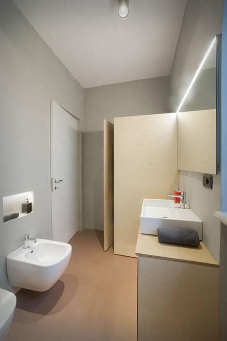 Vista interno bagno: Bagno in stile in stile Scandinavo di PADIGLIONE B