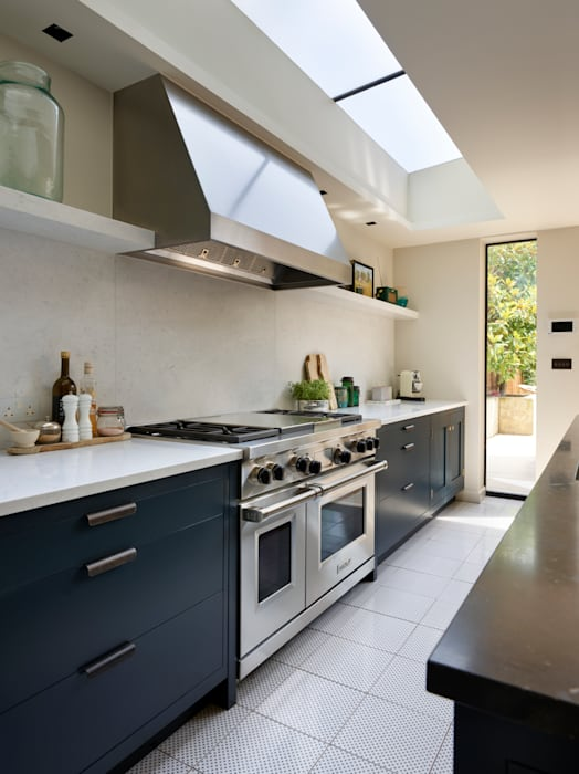 Bespoke Integrated Living:  Kitchen by Teddy Edwards , Country