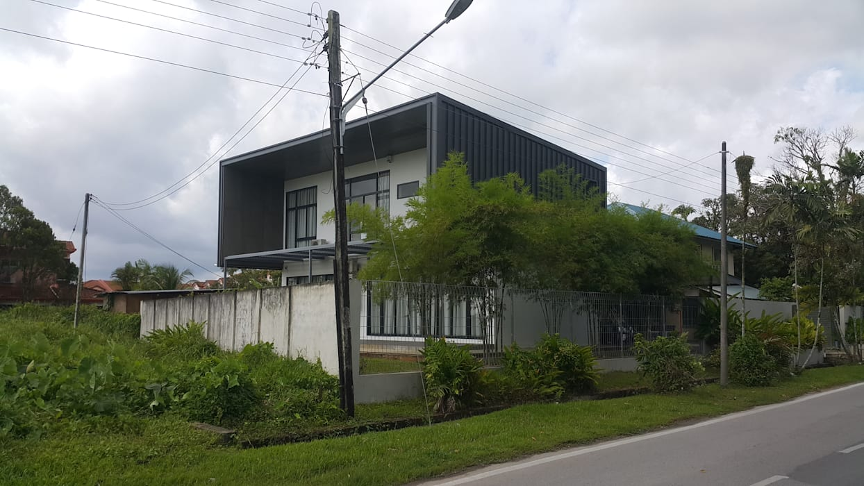 Front View:  Bungalows by Alto Builders Sdn Bhd,