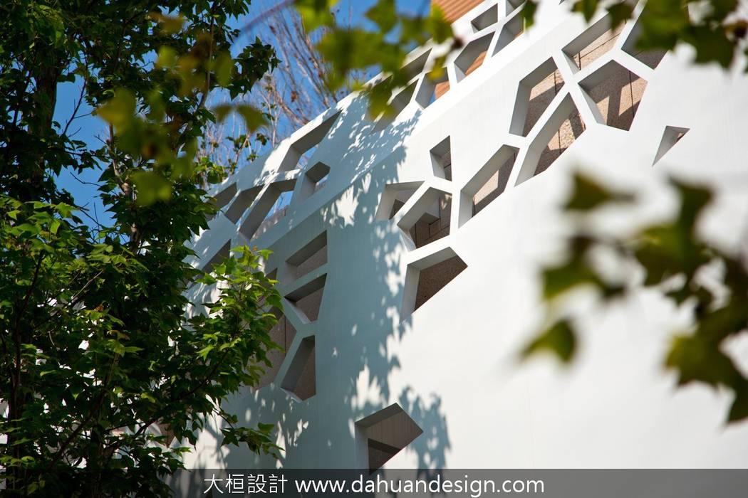 大桓建築設計   台中   天空的院子:  華廈 by 大桓設計顧問有限公司