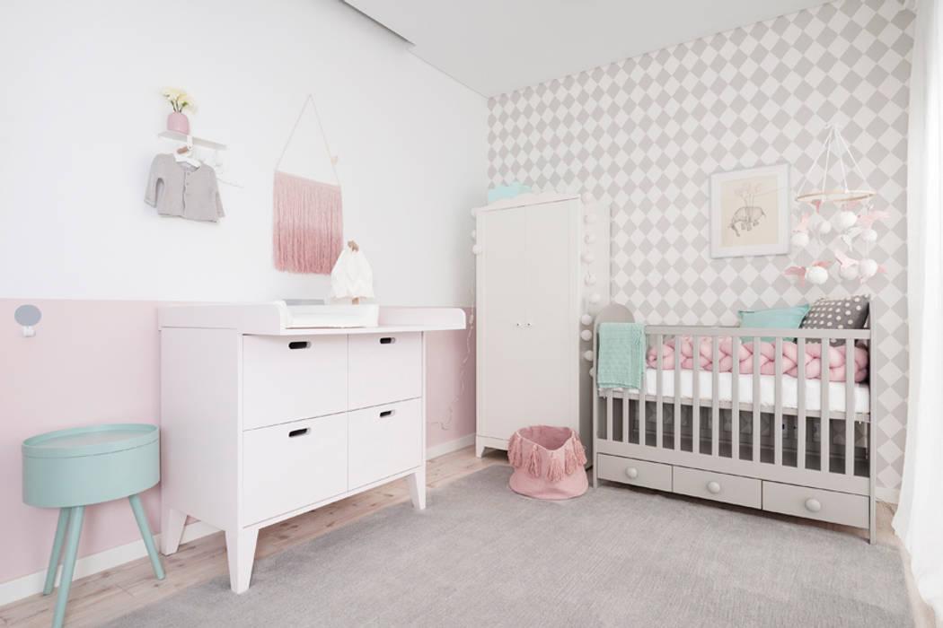 Quarto da Maria Luísa: Quartos de criança  por This Little Room
