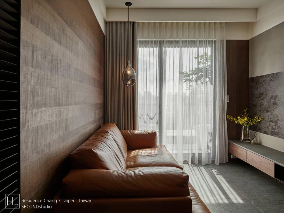 客廳 / Living room 现代客厅設計點子、靈感 & 圖片 根據 SECONDstudio 現代風 實木 Multicolored
