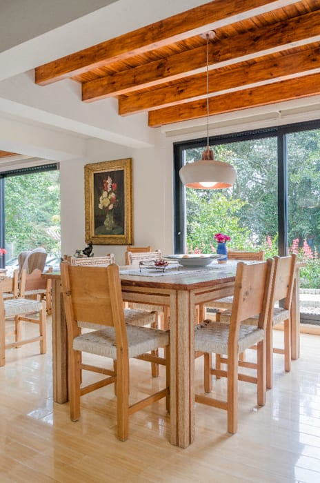 Classic style dining room by ARCE S.A.S Classic Engineered Wood Transparent