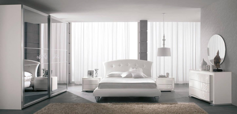 Lo stile contemporaneo in camera da letto: Camera da letto in stile  di Ferrari Arredo & Design