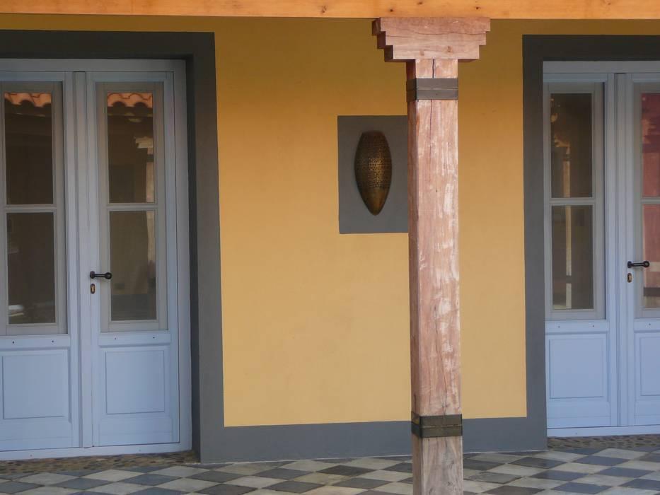 Detalle de galería Casas de estilo rústico de Estudio Dillon Terzaghi Arquitectura - Pilar Rústico Madera maciza Multicolor