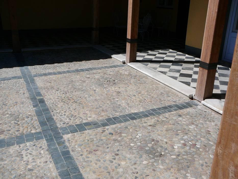 PATIO CENTRAL de Estudio Dillon Terzaghi Arquitectura - Pilar Rústico Piedra