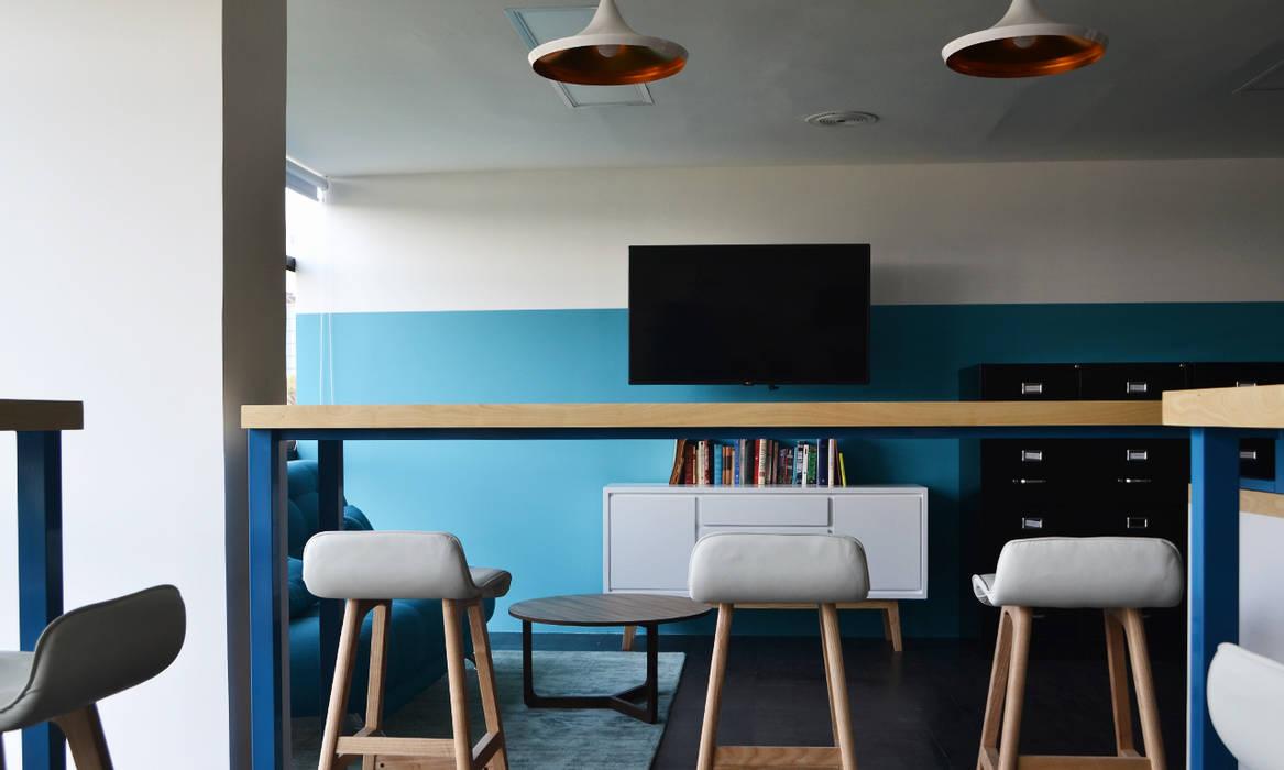 Coffee Break: Oficinas y tiendas de estilo  por Estudio Raya