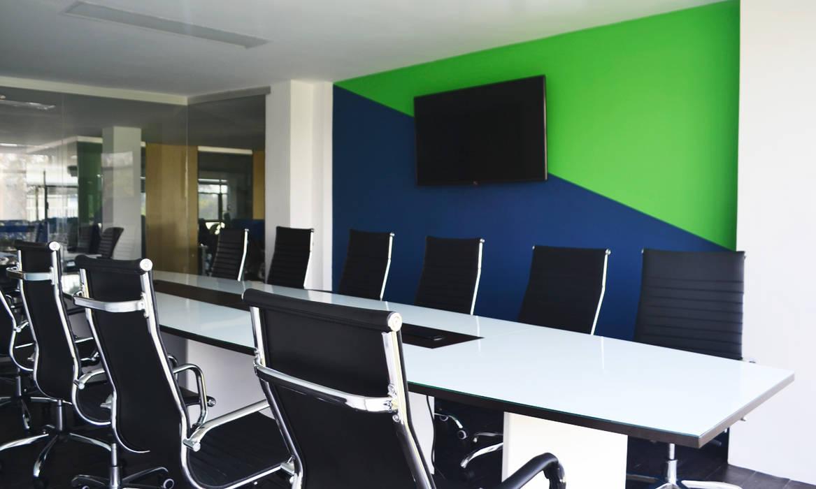 Sala de juntas: Oficinas y tiendas de estilo  por Estudio Raya