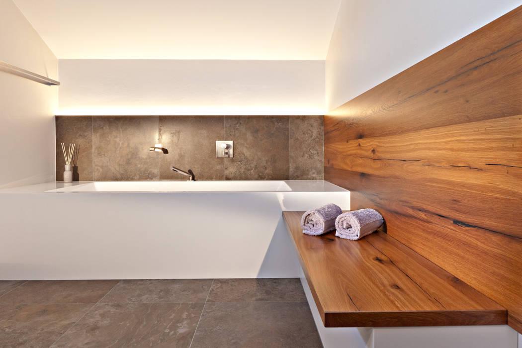 Schlichtheit und Eleganz Moderne Badezimmer von Roland Liegl - küche. bad. innenarchitektur. Modern