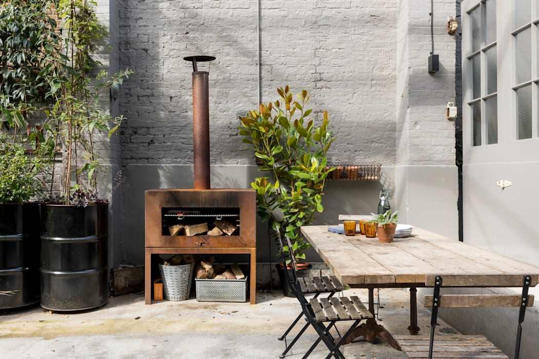 East Dulwich Industrial Conversion:  Garden by Imperfect Interiors