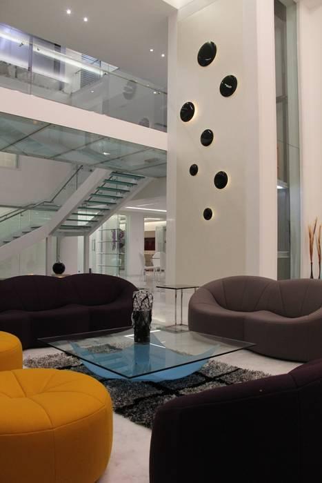 Chugh Villa Modern corridor, hallway & stairs by Innerspace Modern