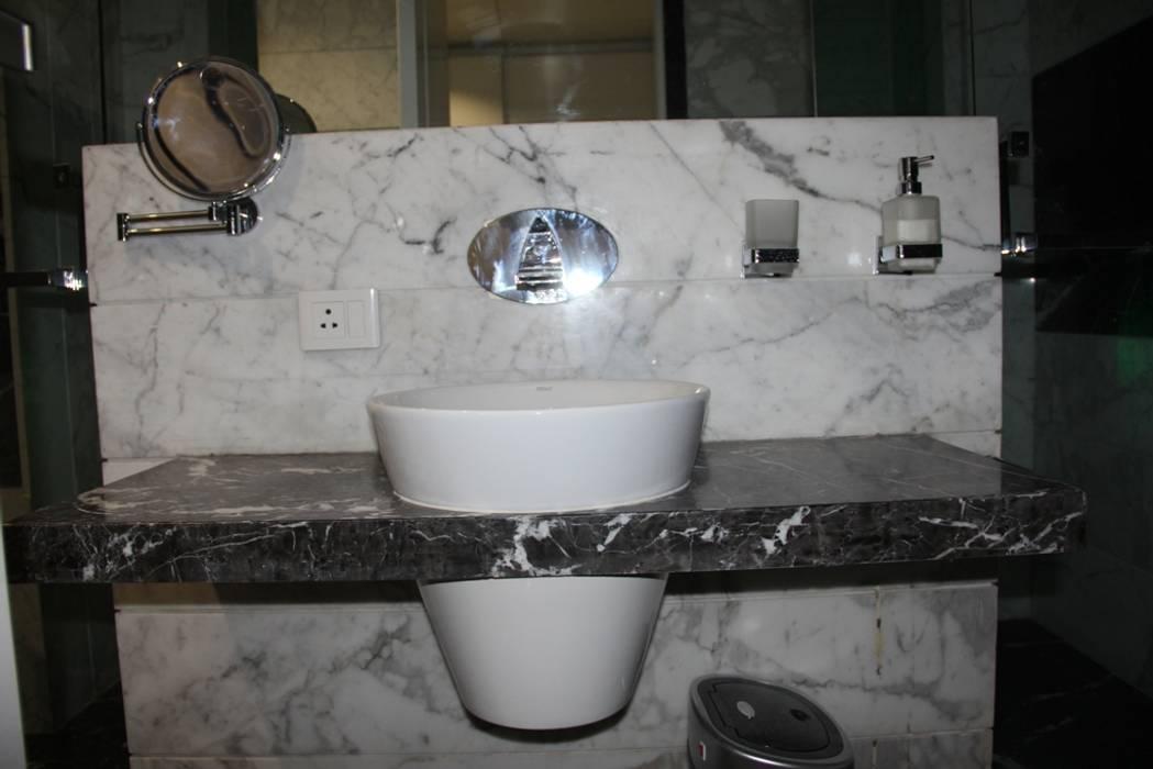 Chugh Villa Modern bathroom by Innerspace Modern