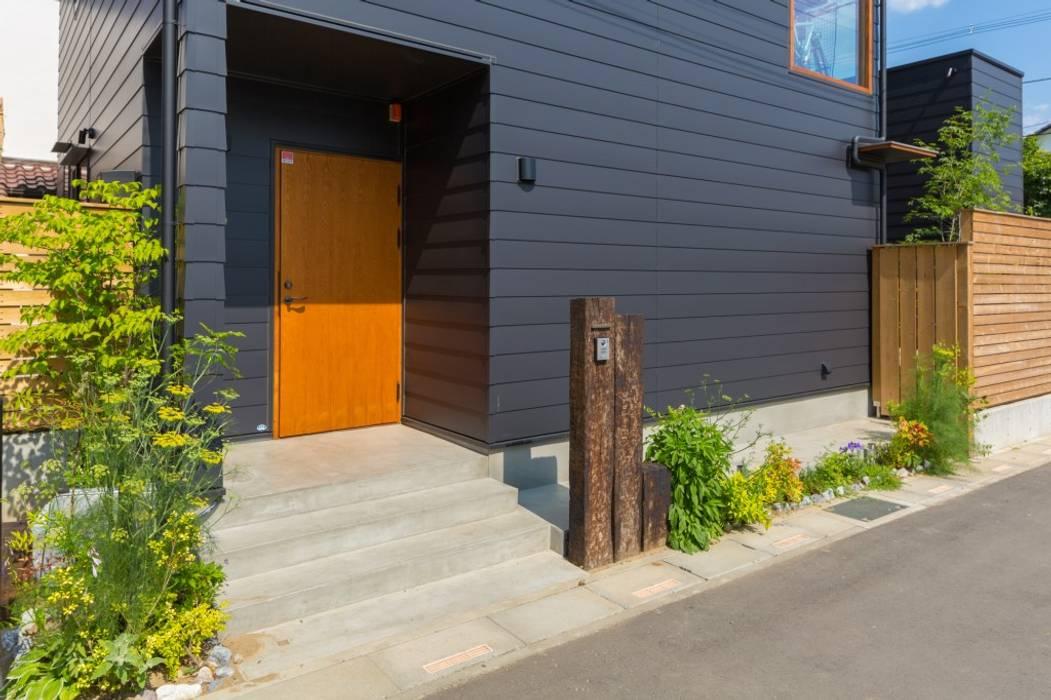 川口の家: 一級建築士事務所 アトリエ カムイが手掛けたドアです。