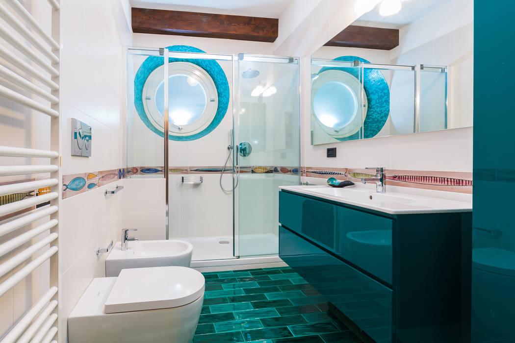 bagno contemporaneo: Bagno in stile in stile Tropicale di ADIdesign*  studio