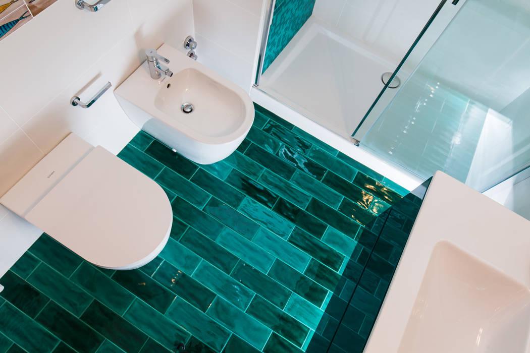 pavimento turchese: Bagno in stile in stile Moderno di ADIdesign*  studio